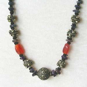 Jewelry - Lovely Agate Stone and Silver Tone Necklace
